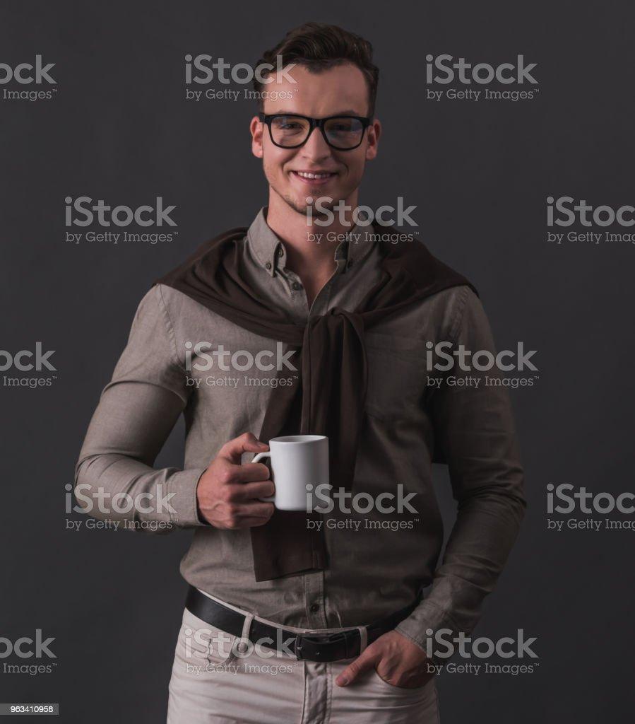 Beau jeune homme d'affaires - Photo de A la mode libre de droits