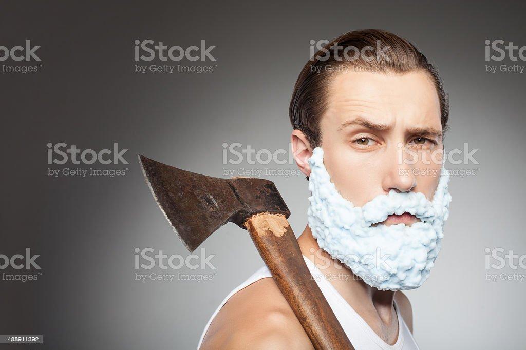Beau jeune hipster homme avec barbe et Hachette - Photo