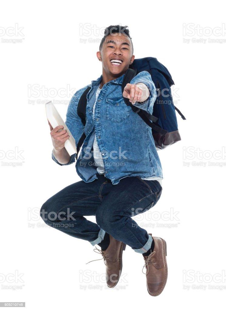 Hübscher Junge männliche Schüler mit Büchern und springen – Foto