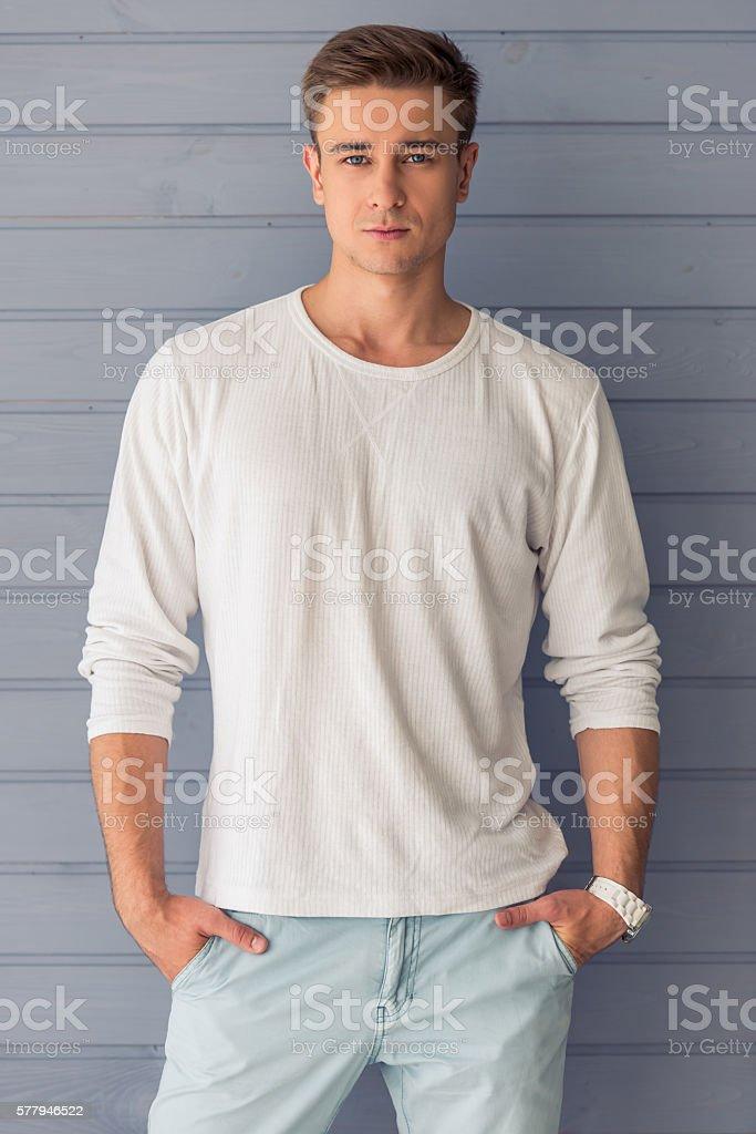Bel giovane uomo  - foto stock