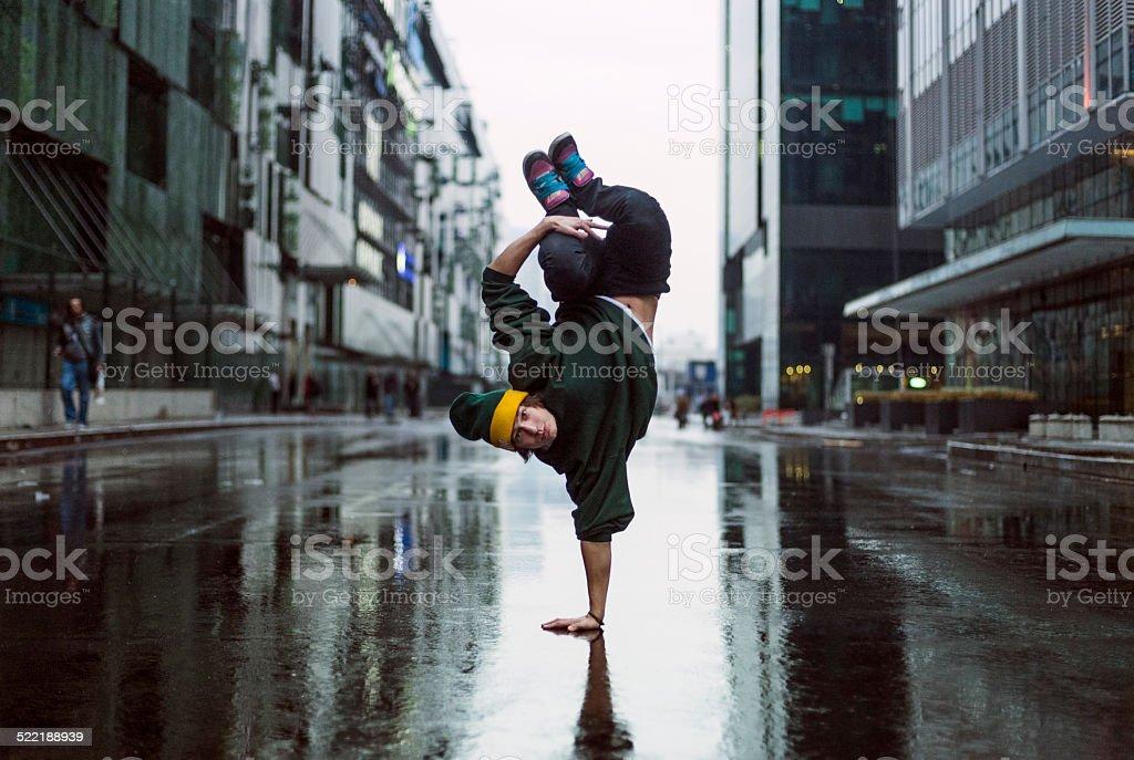 Handstand-Tänzer in die Straße, Teenager-Tänzer – Foto