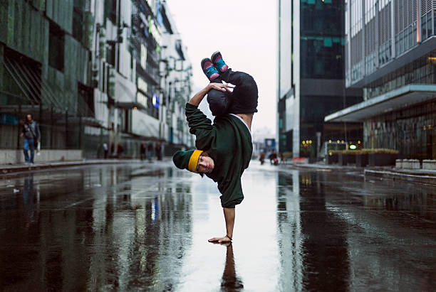 handstand dancer in the street, teenage dancer - street dance bildbanksfoton och bilder