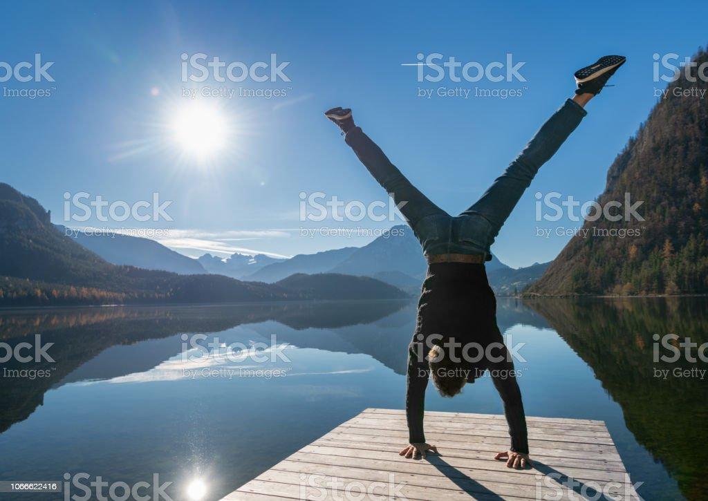 Handstand, Altausseer See, Dachstein Gletscher, Österreichische Alpen, Österreich – Foto
