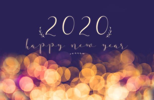 escritura a mano 2020 feliz año nuevo en Vintage desenfoque festivo fondo de luz Bokeh, tarjeta de felicitación de vacaciones - foto de stock