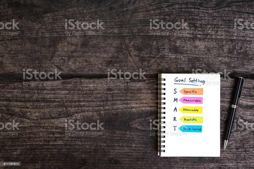 handwriting goal setting smart on open notebook foto de stock libre de derechos
