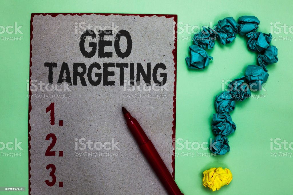 Handwriting text writing Geo Targeting. Concept meaning Digital Ads Views IP Address Adwords Campaigns Location Gray paper marker crumpled papers forming question mark green background – zdjęcie