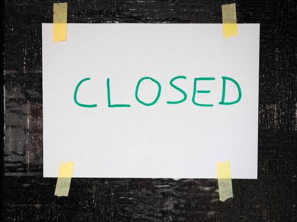 Placa de loja fechada manuscrita - foto de acervo