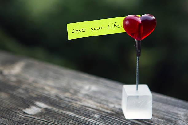"""handschriftliche angebot:  """"love your life"""" - das leben genießen zitate stock-fotos und bilder"""