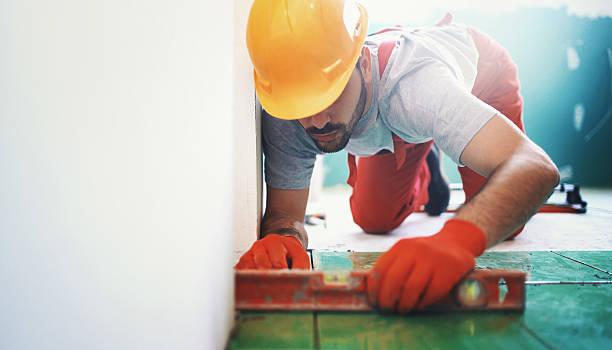handyman installing ceramic tiles. - fliesenkleber stock-fotos und bilder