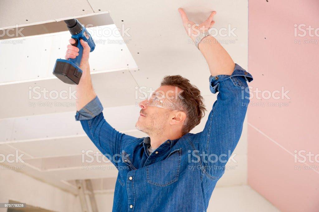 Handwerker arbeiten mit Bohrer - Lizenzfrei Arbeiten Stock-Foto