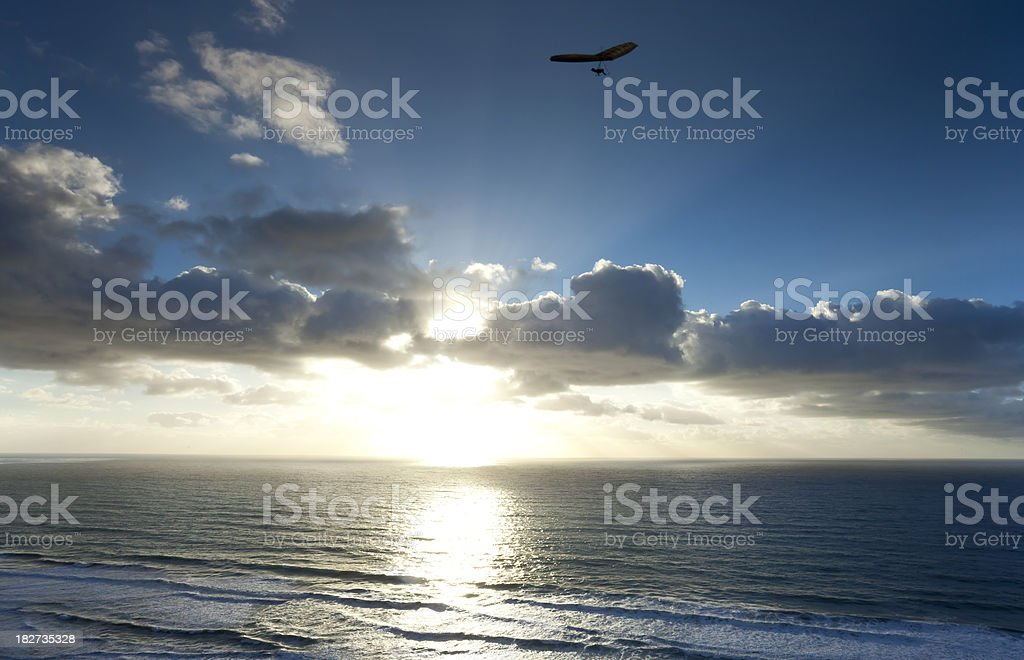 Hängegleiter und Sonnenuntergang – Foto
