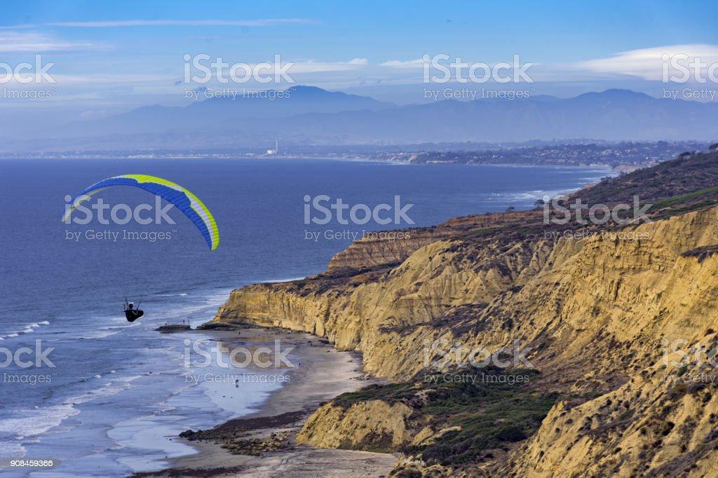 Asa delta sobem no Torrey Pines La Jolla Califórnia USA - foto de acervo