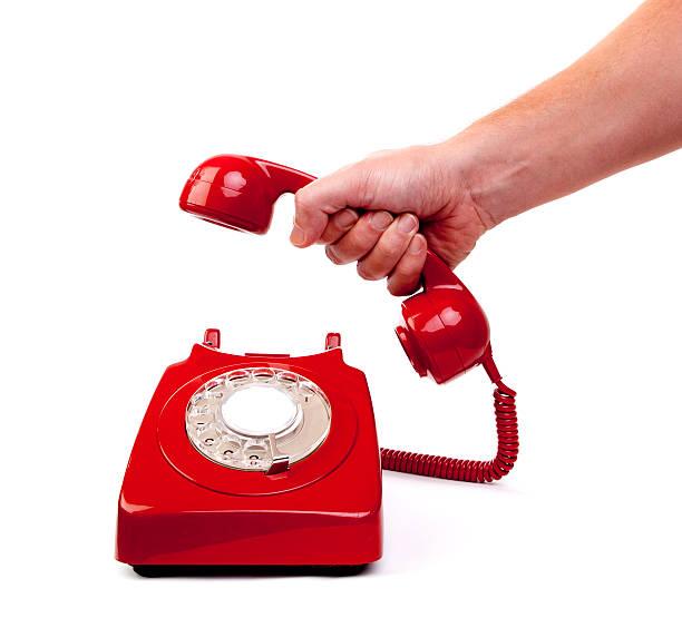 положить телефонную трубку - hand holding phone стоковые фото и изображения