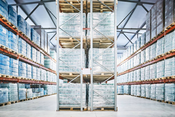 hangar warehouse with rows of shelves with transparent plastic bags - pallet foto e immagini stock