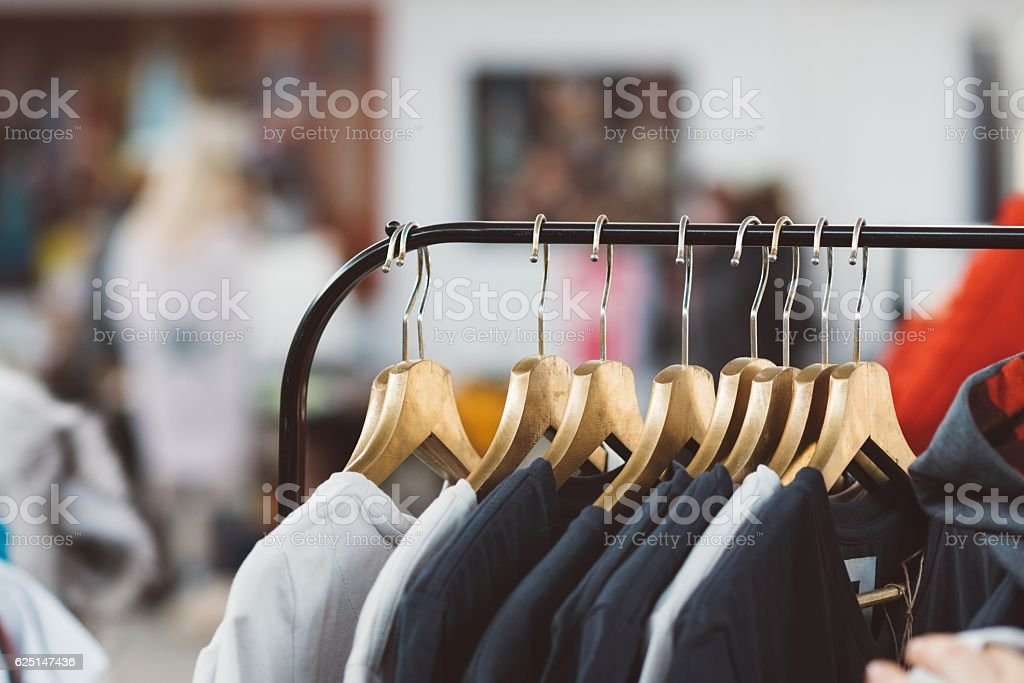Hanger with new clothes – Foto