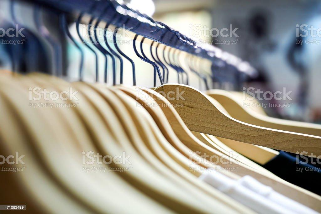 Kleiderbügel im shop – Foto