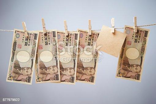 istock Hanging Japanese yen bills with memo 577979522