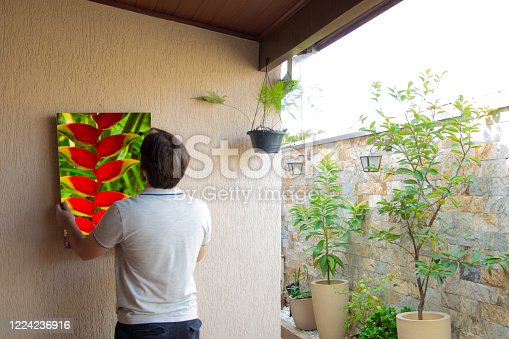 hanging picture