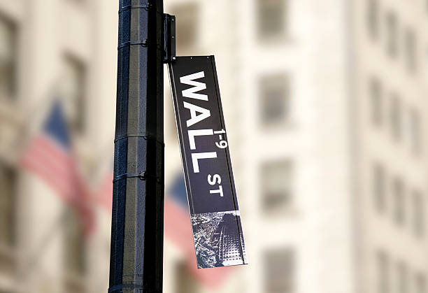 hanging wall street sign - bearmarkt stockfoto's en -beelden