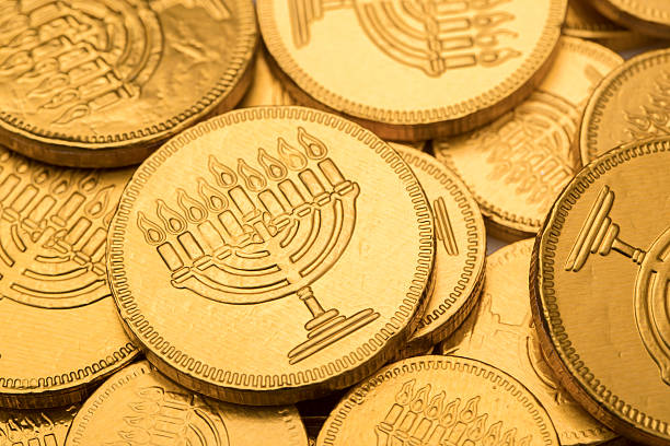 hanukkah gelt chocolate coins - chanukka stock-fotos und bilder