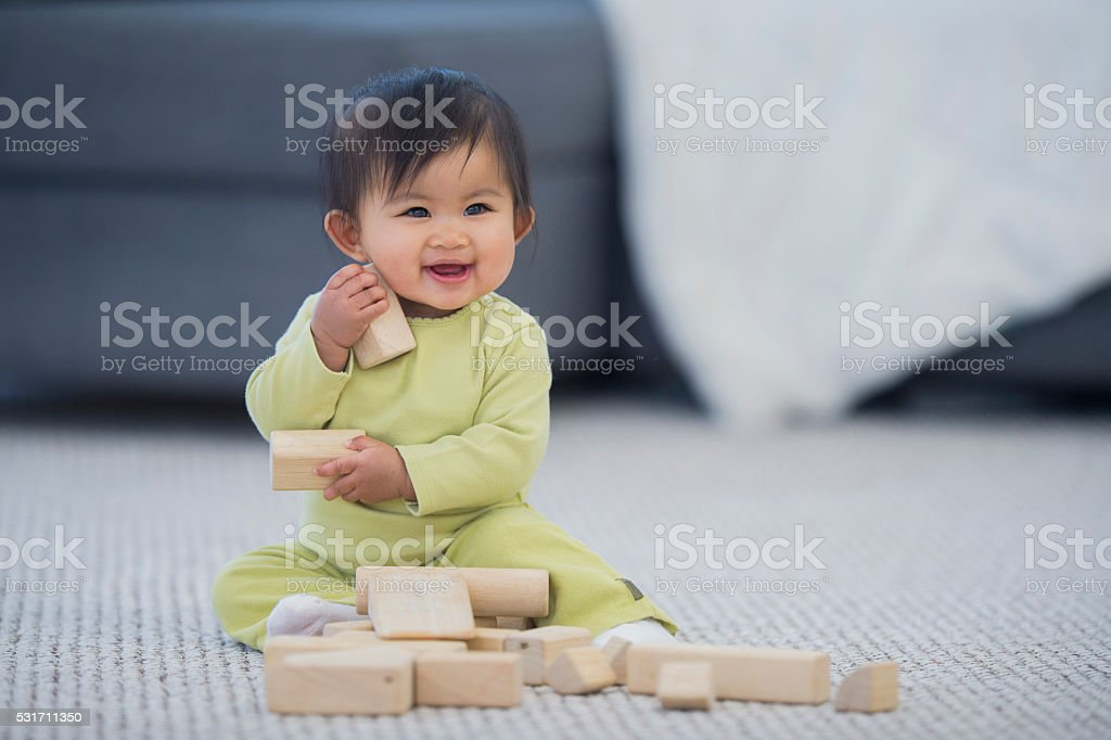 Happily Playing with Wood Blocks圖像檔
