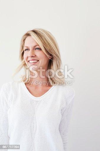673361134 istock photo Happiness blond 667717264