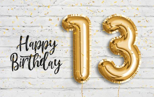 alles gute zum 13. geburtstag goldfolie ballon gruß weiße wand hintergrund. - number 13 stock-fotos und bilder