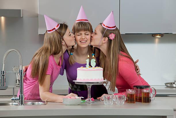 happy 16. geburtstag - glückwünsche zum 16. geburtstag stock-fotos und bilder