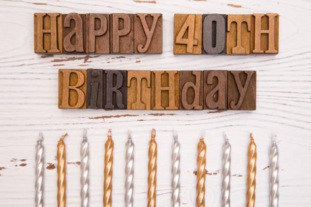 40. geburtstag geschrieben in typ set - einladungskarten kindergeburtstag stock-fotos und bilder