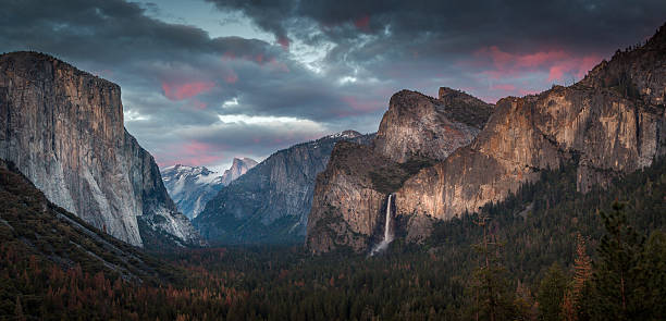Happy 4th of July from Tunnel View The clouds offered up lots of pinks in the sky which only last for a few minutes but gave me enough time to capture this beauty. We should all feel blessed to be able to saviour places like Yosemite National Park. el capitan yosemite national park stock pictures, royalty-free photos & images