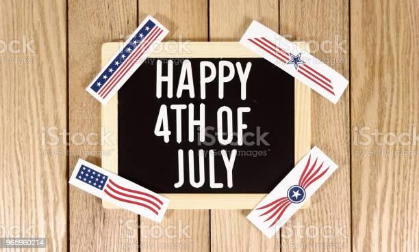 Happy 4 Juli Typografie Über Holz Hintergrund Fotobild Stockfoto und mehr Bilder von Bauholz-Brett