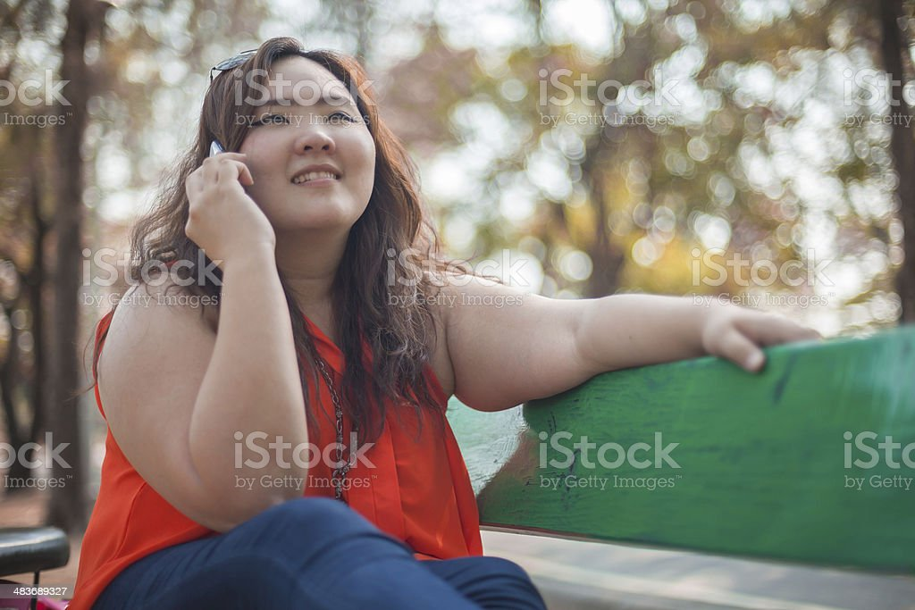 Happy a woman using mobile phone圖像檔