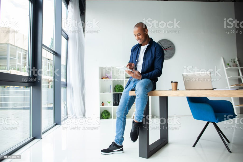 happy african american entrepreneur using tablet computer. - fotografia de stock