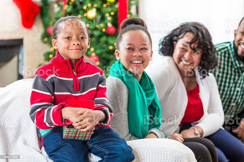 Happy African American family at Christmastime foto royalty-free