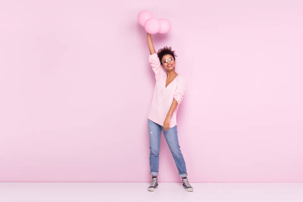 happy afro girl with amazing smile posing on pink background. - mulher balões imagens e fotografias de stock