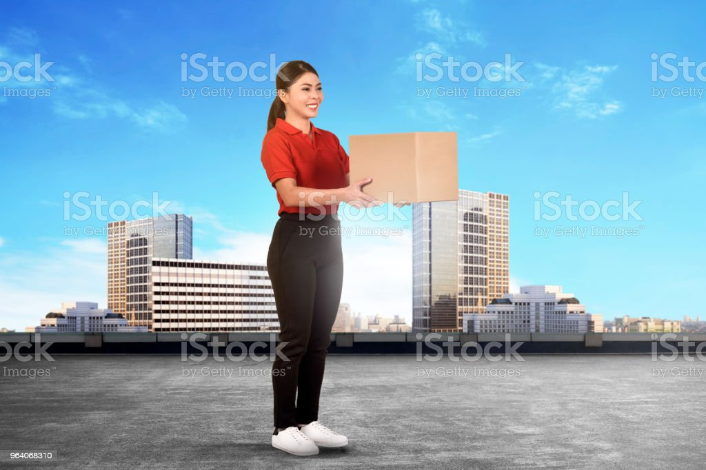 Happy asian delivery woman deliver the parcel - Royalty-free Adult Stock Photo