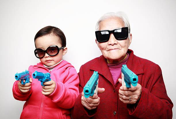 glückliche asiatischen familie - sonnenbrille kleinkind stock-fotos und bilder