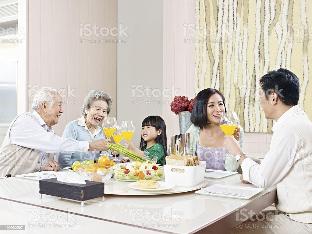 なアジアの家族 ストックフォト