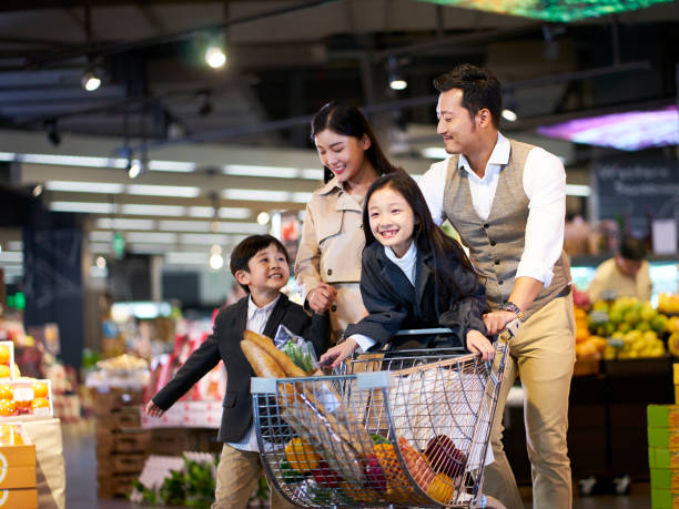 happy asian family shopping in supermarket - cultura cinese foto e immagini stock