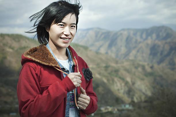 happy asian girl in mountains. - kurze schwarze haare stock-fotos und bilder