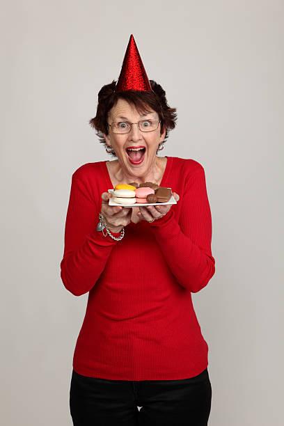 happy in party - super torte stock-fotos und bilder