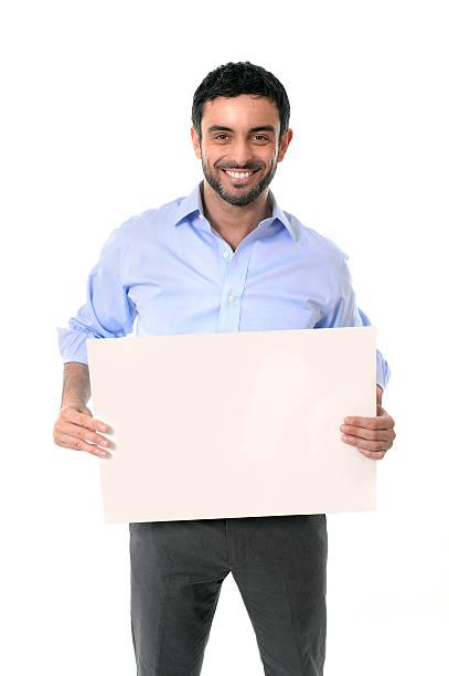 Glücklich attraktive Geschäftsmann holding blank billboard mit copyspace – Foto
