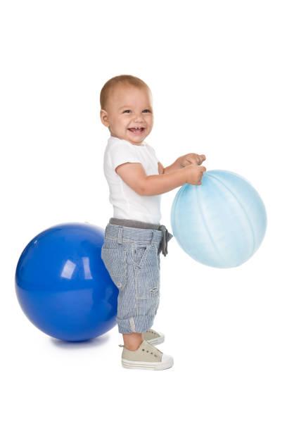 happy baby boy holding ballon - ballonhose stock-fotos und bilder