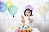 赤ちゃん女の子祝うお誕生日おめでとう