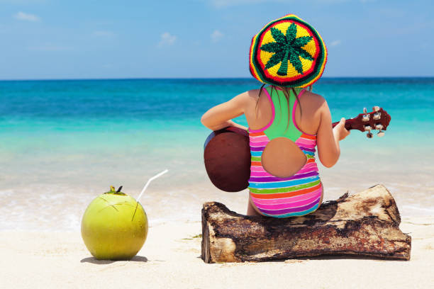 mutlu bebek sahibi eğlenceli yaz tropikal plaj tatil - reggae stok fotoğraflar ve resimler