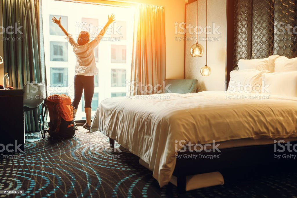 Happy backpacker traveller stay in high quality hotel – zdjęcie