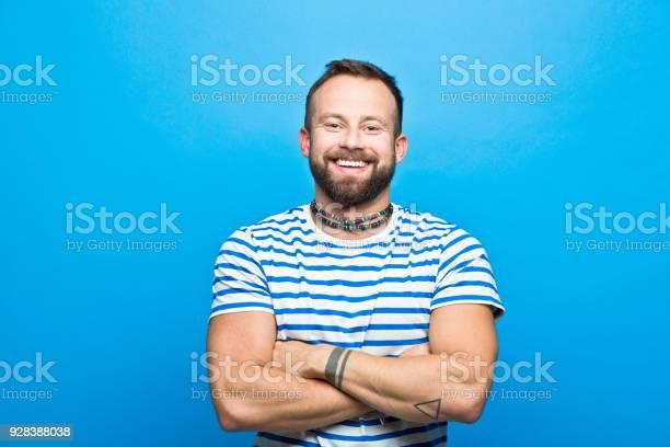Happy Bärtiger Mann In Gestreiften Tshirt Matrosenstil Stockfoto und mehr Bilder von Männer