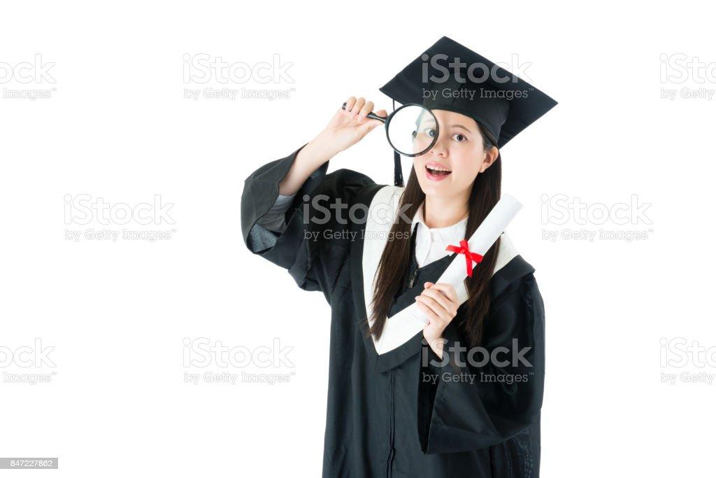 feliz linda fêmea exploração pós-graduação lupa - foto de acervo