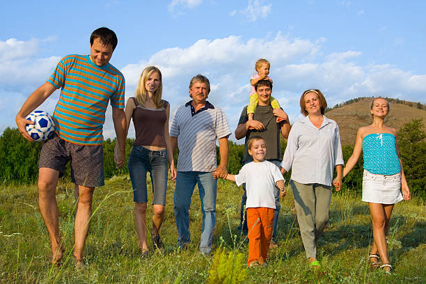 幸せな大家族の自然 ストックフォト