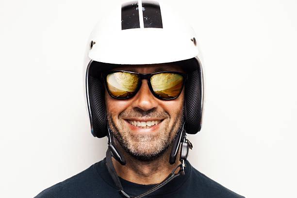 glücklich motorradfahrer - motorrad männer stock-fotos und bilder